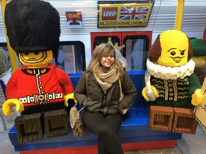 1 pic. Some pictures from my day in London! I have never felt as small as I did next to that Lego 😂 https://t