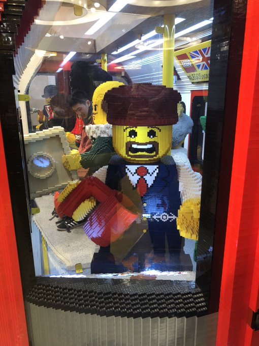 2 pic. Some pictures from my day in London! I have never felt as small as I did next to that Lego 😂 https://t