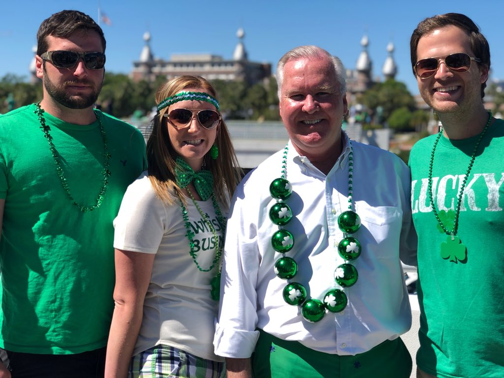 All of Tampa is dressed in their best green attire for the Mayor's #RiverOGreen Fest presented by @growfinancial!