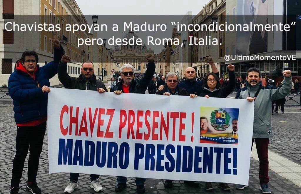 Estos 8 pendejos chavistas apoyan a Maduro pero desde Roma Italia ¿ Por qué no se vienen a Venezuela a pasar roncha para que vean lo que es bueno? ¡Enchufados!