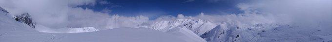 Hoy, cima del pico Peyreguet 2497m y circular por Coll de I'lou y bajada por Pombie! Buena nevada y Sol! Con @Muntania y mañana al Baziás! #guiademontaña