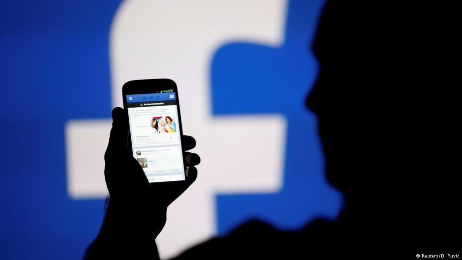 Facebook bans Trump campaign data firm Cambridge Analytica for illegally obtaining data https://t.co/ySvgpe4vjS