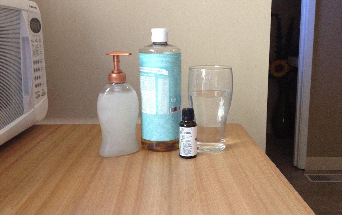 #HowTo Make Your Own Natural Liquid Hand Soap https://t.co/5JZfah9HV5 #DIY #Natural