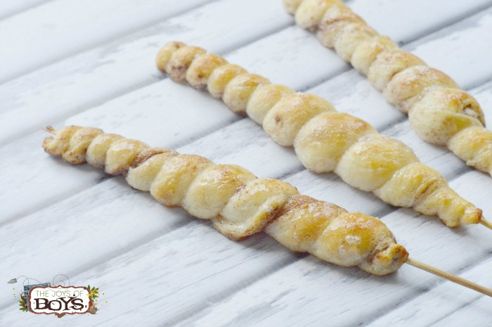 Move over smores! These campfire cinnamon twists are the perfect camping dessert. https://t.co/u4fMOLGqCR https://t.co/w7bPPAGGhF