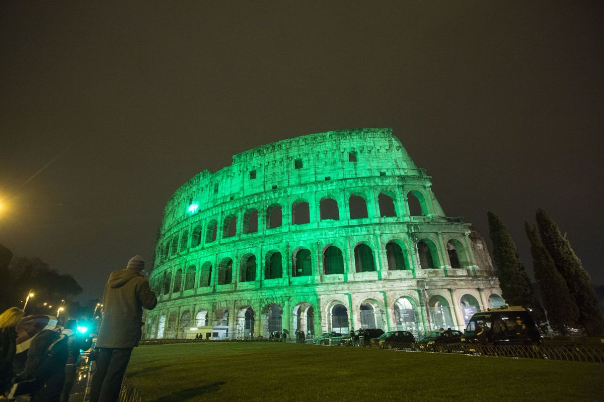 May the road rise up to meet you. May the wind be always at your back.  🍀Everyones Irish this night🍀  #Colosseo #Roma #March17 #StPatricksDay #RomeIsGreen #ROMEisUS @GaudiumRoma @CasaLettori @LibriamoTutti @LordByronRS @BeautyfromItaly @Be_Italian_ @emanuelaneri14 @romewise
