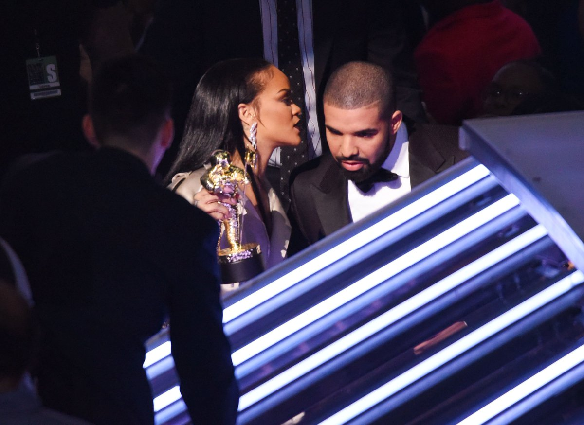 @AppleMusic @NERDarmy @Drake @rihanna Psssst... This remix is fire.