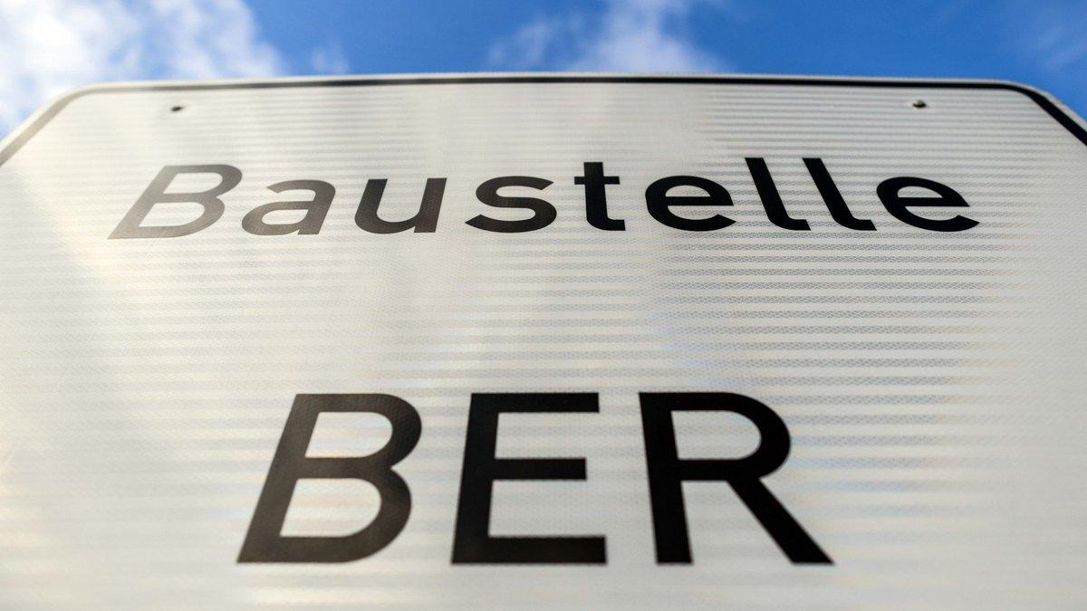 """#Lufthansa-Vorstand über #BER: """"Das Ding wird abgerissen"""" #Berlin  https://t.co/nhs2BkSdIa"""