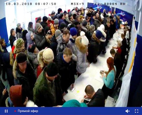 Анадырь, 8:07 утра 18 марта, избирательный участок на улице Строителей открылся семь минут назад