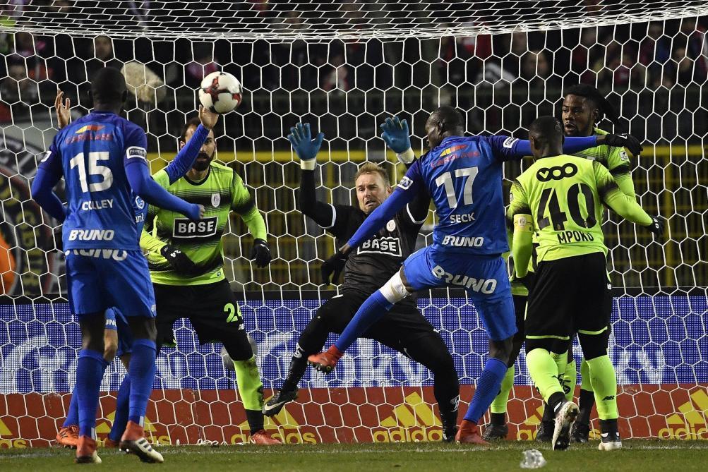 Genk-Standard: prolongations, le suspens jusqu'au bout 0-0 https://t.co/slGXCvpj3O  #direct #CoupeDeBelgique