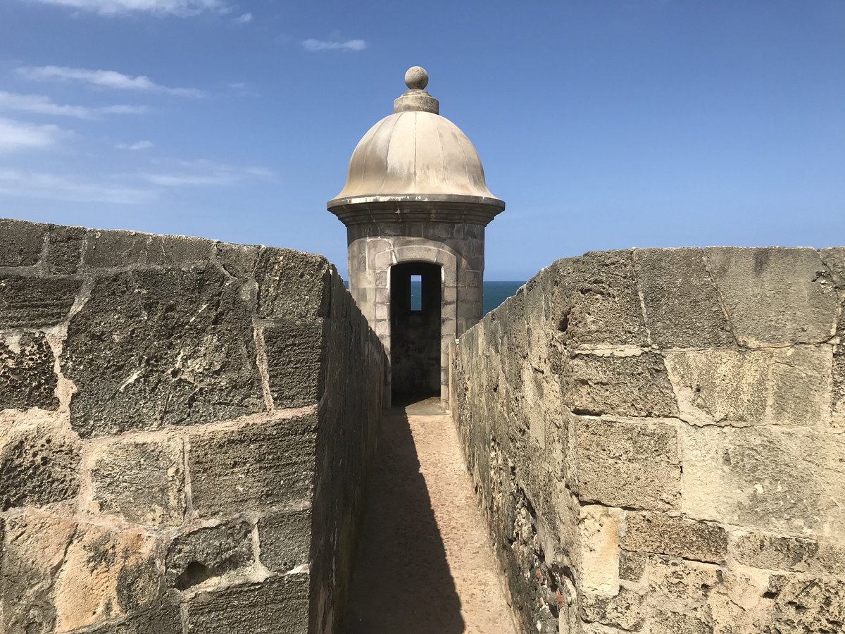 It's one of 🇵🇷 Puerto Rico's most recognizable landmarks. #castillosanfelipedelmorro #sanjuan #smilinvacationcam