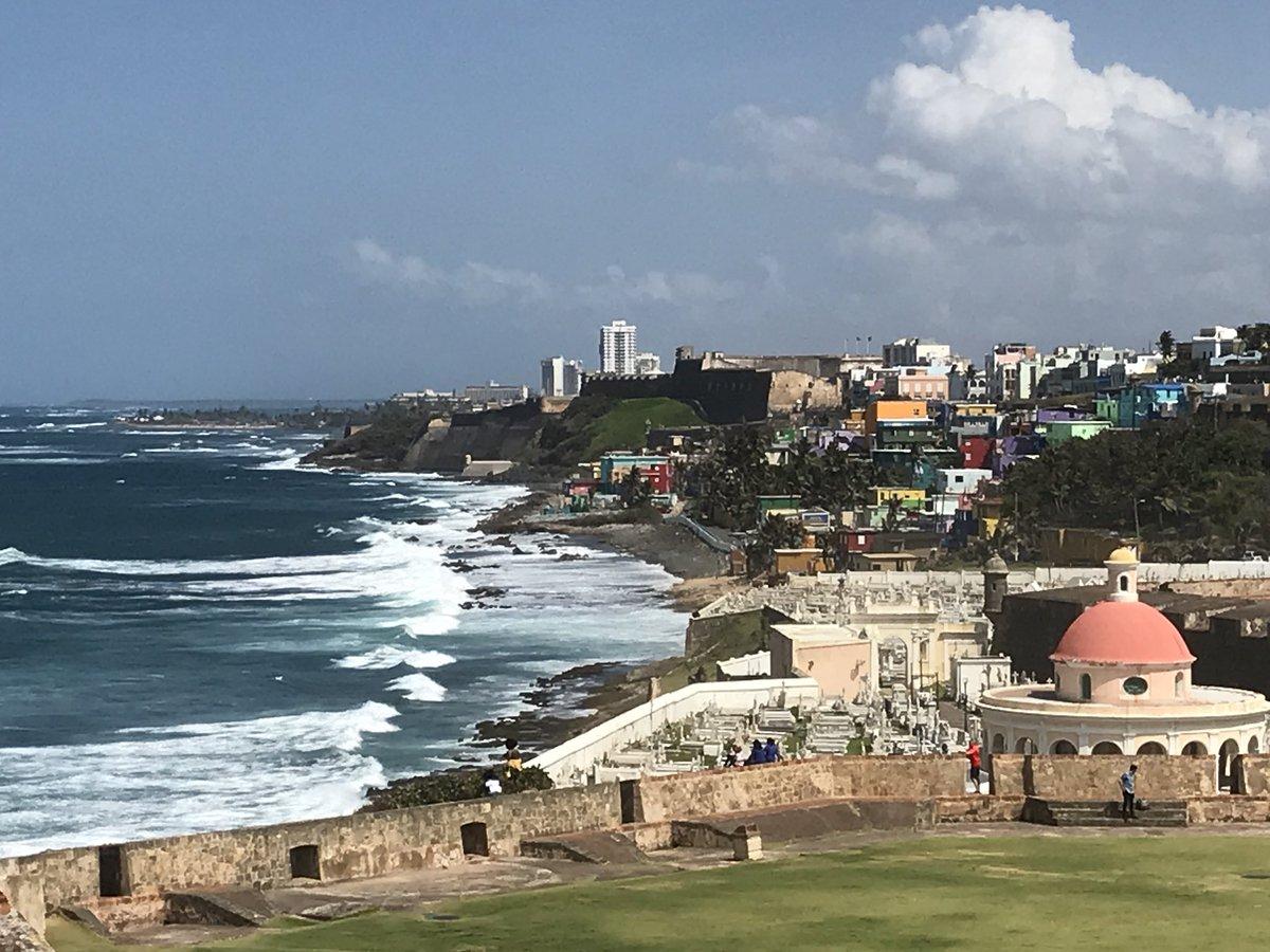 It's one of 🇵🇷 Puerto Rico's most recognizable landmarks. #castillosanfelipedelmorro #sanjuan #smilinvacationcam