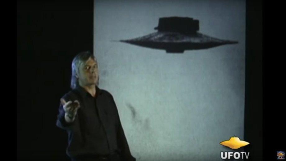 YouTube Kids has videos on how reptilians rule the world, moon landing was fake https://t.co/biB8yLFHJ3 https://t.co/c8sh83S15n