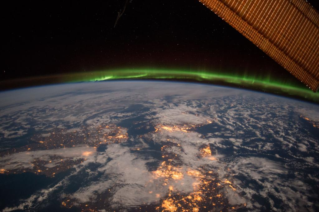 Happy #StPatricksDay! On and off Earth everybody's favorite color is green today. Check out this beautiful shot of #Ireland from @Space_Station, featuring an amazing green aurora!