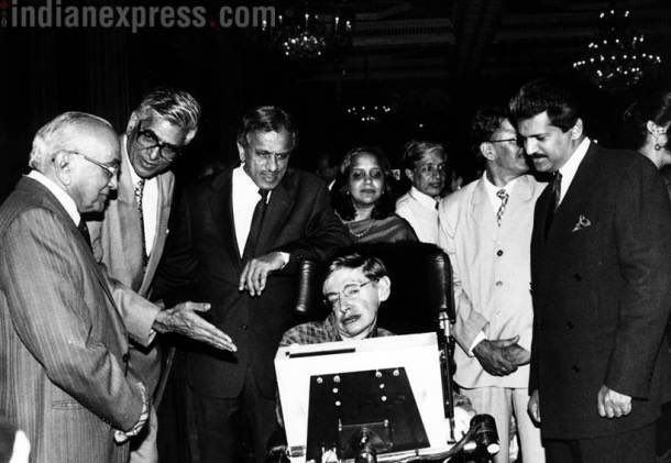 """When Stephen passed on,I was looking for this photo. Thank you @IndianExpress for this post. """"Stephen Hawking...flanked by Justice PN Bhagwati, DR Mehta (Sebi Chief) and businessman Anand Mahindra.Hawking was later given a city tour in a specially designed vehicle from Mahindra"""""""