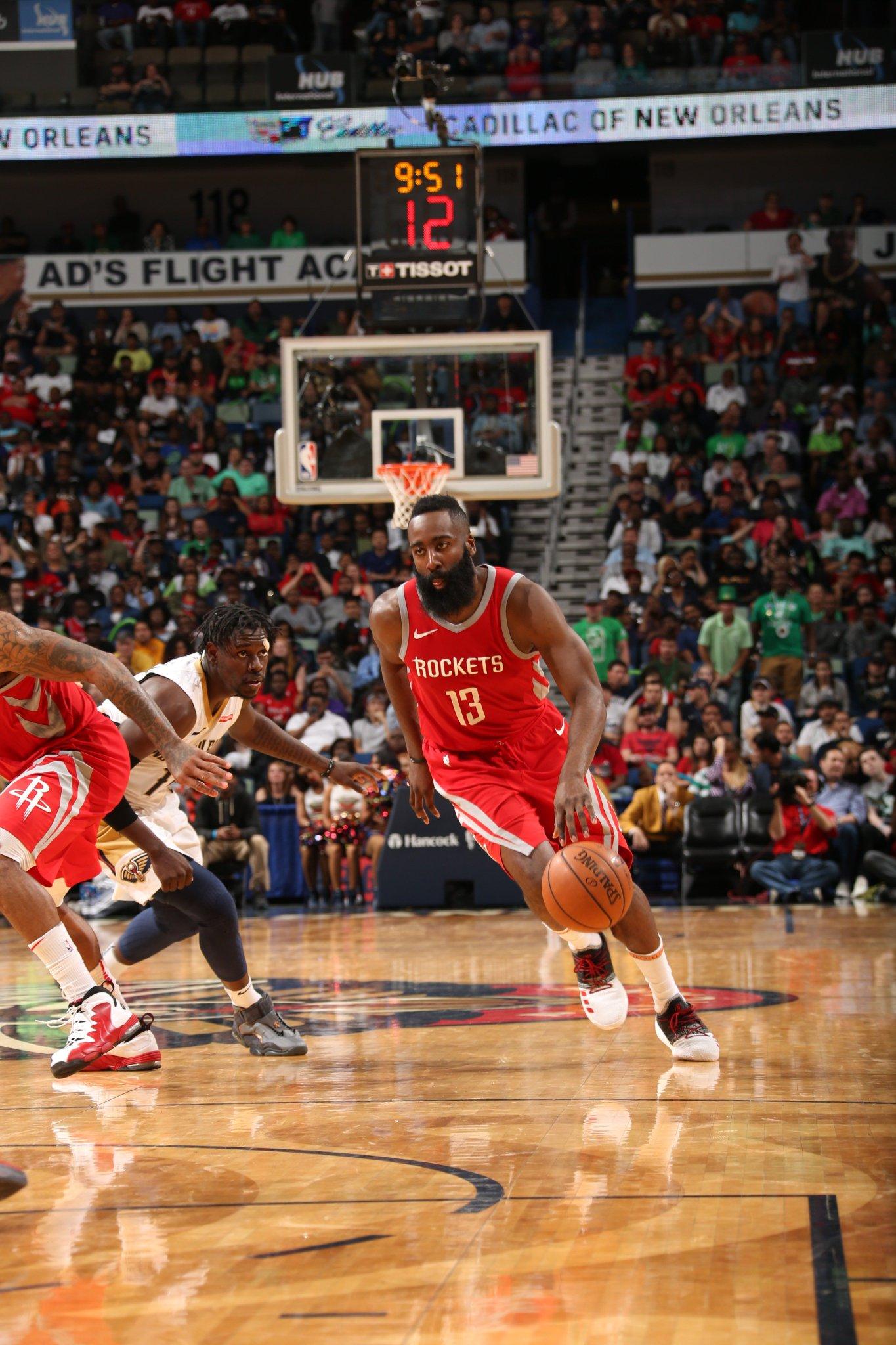 Rockets 92  l  Pelicans 83 ⏰ 6:16 https://t.co/laLWjH4rGz