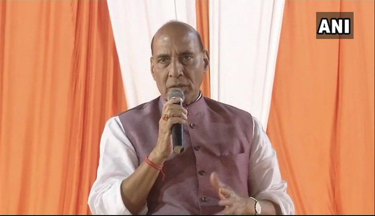 Bank fraud ke kuch maamle aa rahe hain. To kehna shuru kiya ki saab ye 2-3 log jo bahar chale gaye hain- Mallya, Nirav Modi aur kaun-kaun, BJP ki sarkaar ne inko bhagwa diya hai. Main puchna chahta hoon, inko jo paisa mila wo kahan se mila? Kisne dilwaya?: Rajnath Singh