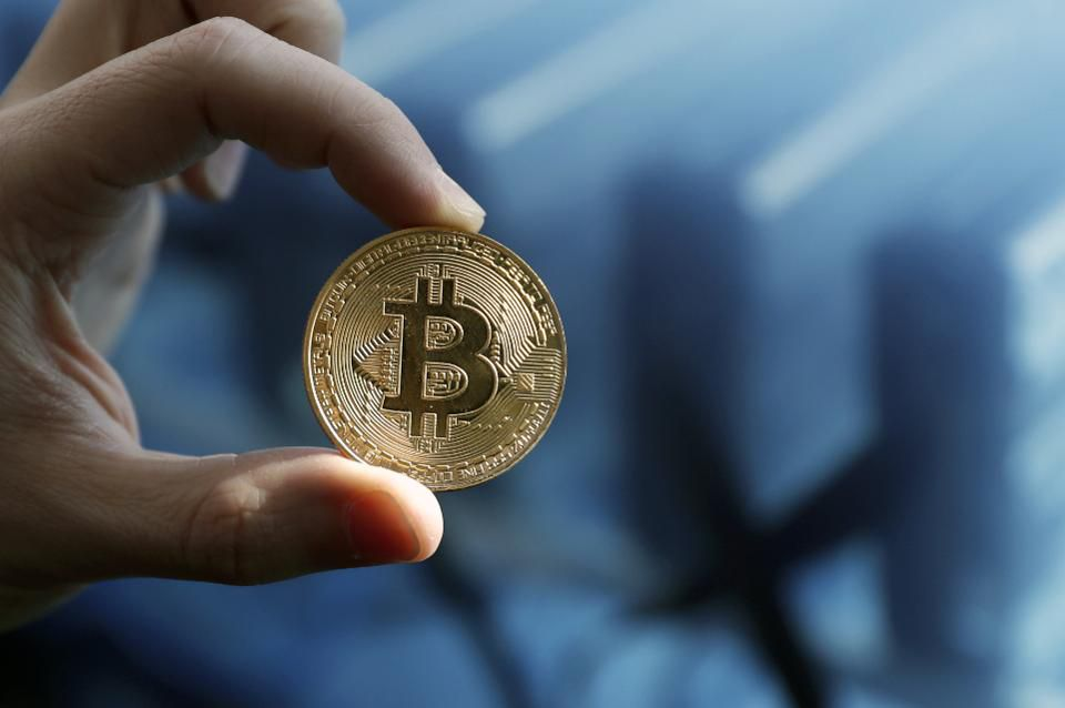Google has banned all cryptocurrency ads, in a move to get rid of 'unregulated or speculative financial products' https://t.co/53zyBK5VrK