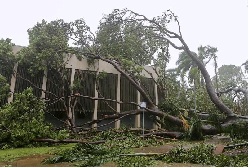 Thousands of Australian homes without power after cyclone hits https://t.co/UDQ6Fz6USh https://t.co/U42XfLrNU1