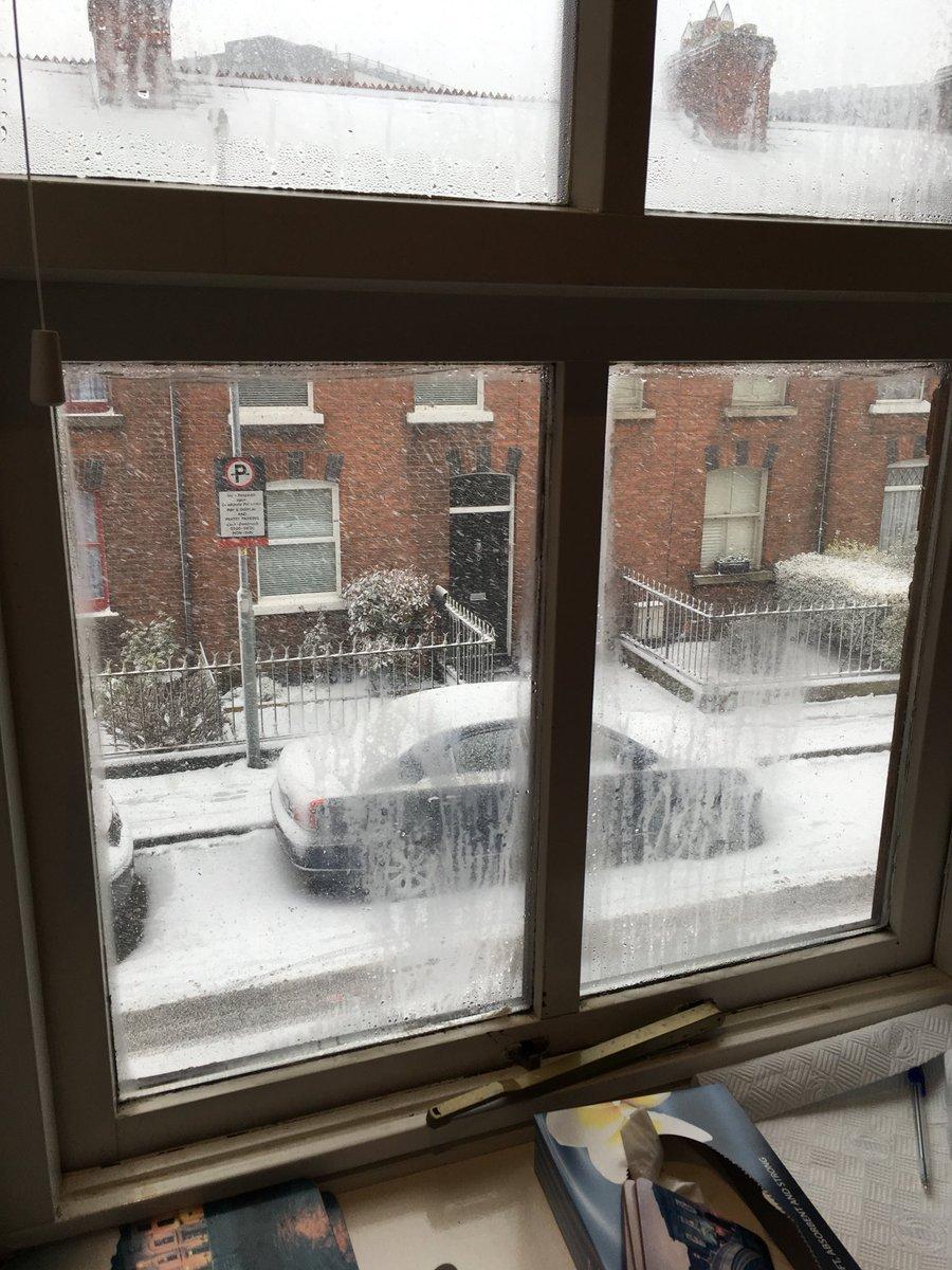 Qui nevica e sono felice come una bambin...