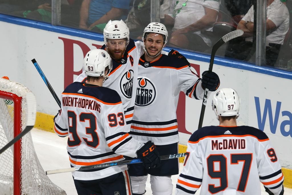 McDavid leads Edmonton to victory with goal, 2 assists https://t.co/93mcVeFTRr