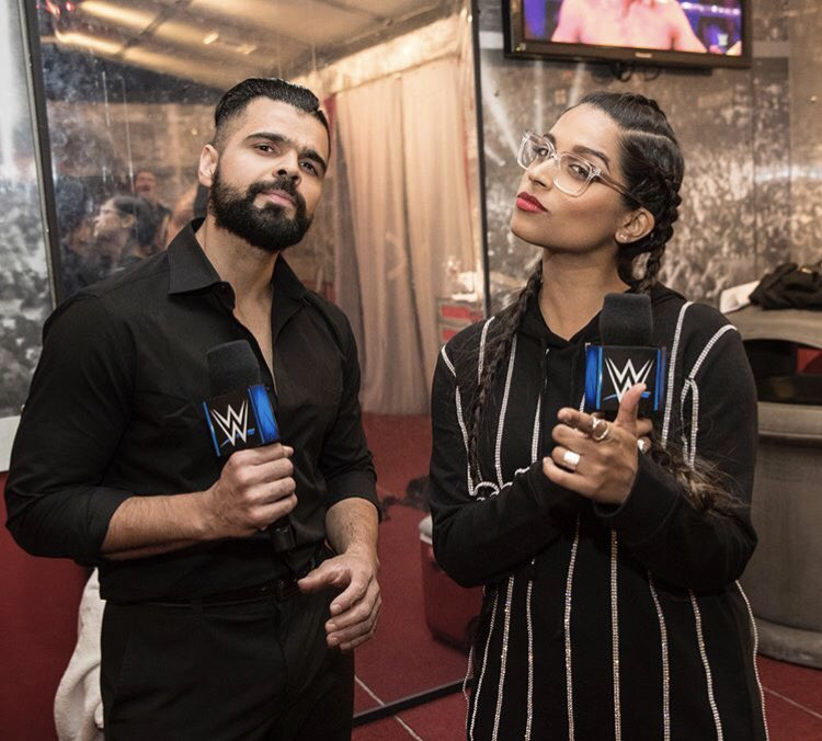 Singh-ing your favorite Bollywood songs 🎤 @IISuperwomanII #SDLive #SinghSister