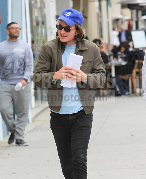 Joe Keery Sighted Going to Lunch in Beve...
