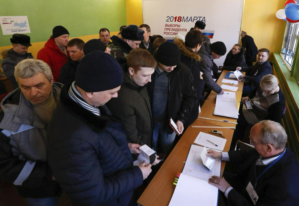 Putin on track for commanding win as Russians head to polls https://t.co/LF1j5d5Z3L https://t.co/3144SwIhZ2