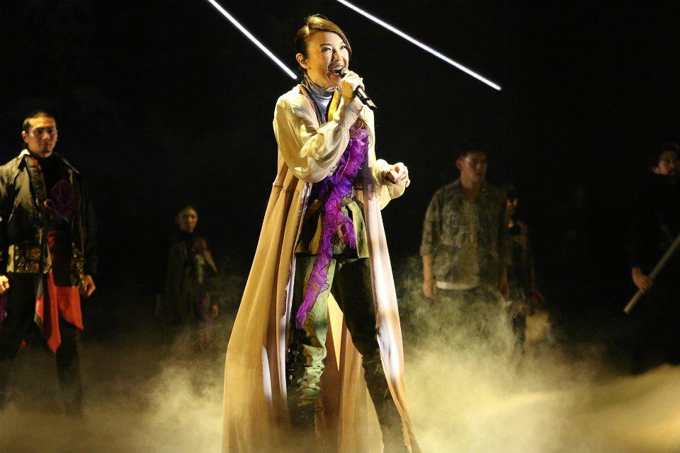 \ユーミン と帝劇の新しいコラボレーション、待望の3作目を放送!/ 『ユーミン×帝劇 朝陽の中で微笑