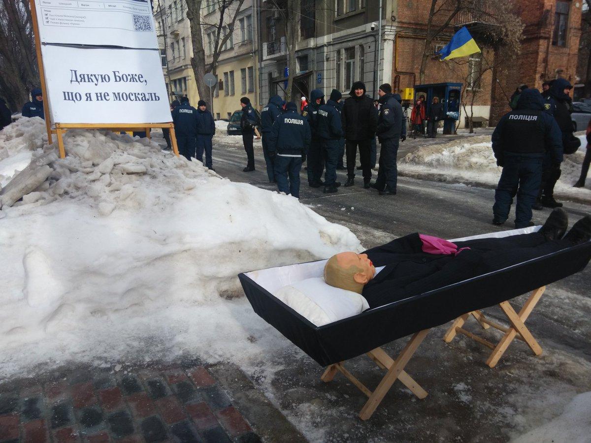 А что там под российским консульством сейчас? (ФОТО)