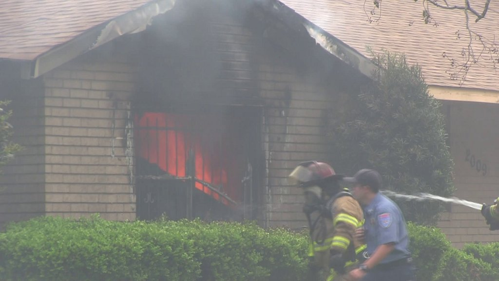 Man from Orange is homeless after home catches on fire https://t.co/q2FDfytotz