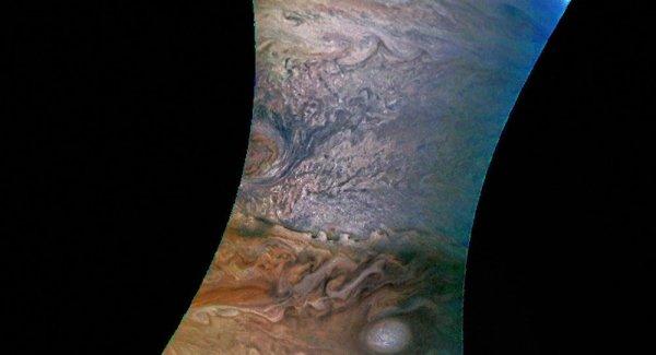 Une tempête «rose» sur Jupiter immortalisée en photo https://t.co/0r4A8yeIfI #Nasa #Tempete