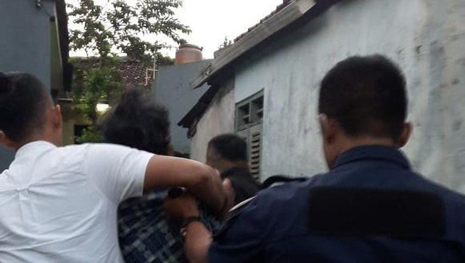 Preman Mabuk di Depok Ngamuk Hancurkan Rumah Kontrakan https://t.co/XKfiQXFWXP https://t.co/IClzNcBQqm