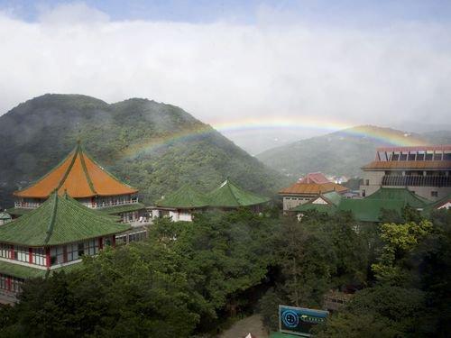 【規格外】台湾・陽明山で約9時間ものあいだ出現し続けた虹、ギネス世界記録に認定 https://t.co/kAUG8Bmui7  これまでの記録は1994年にイギリスで観測された約6時間だった。