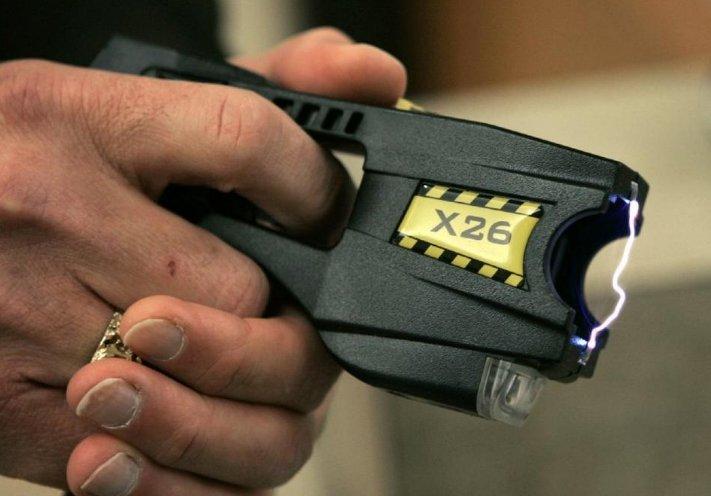 Police in eastern Ohio use Taser three times on dog https://t.co/1wen8yWATi