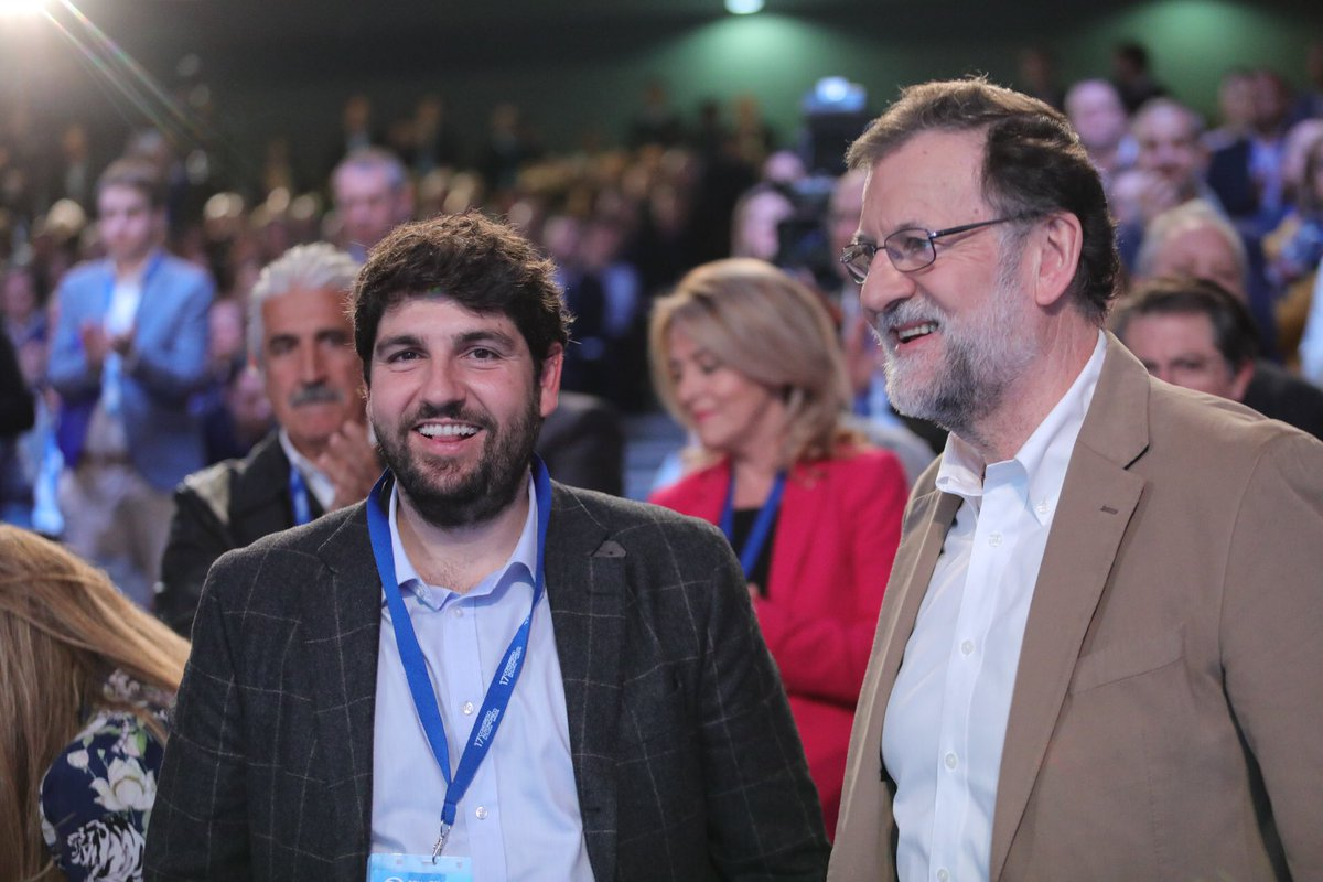 El @PPRMurcia ha nombrado a @LopezMirasF nuevo presidente en el #17CongresoPPRM. Es joven, representa el futuro de nuestro partido y lo han elegido acertadamente los afiliados. Enhorabuena.