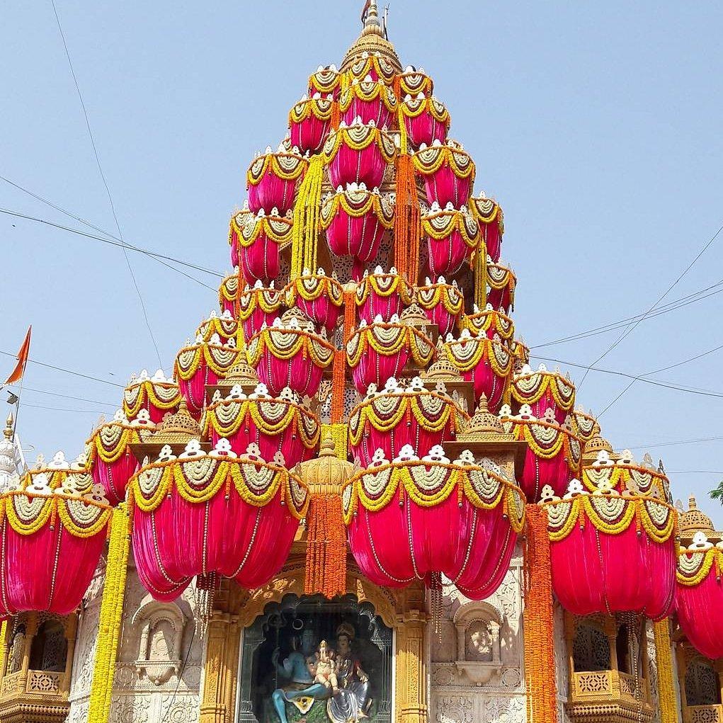 Happy Gudi Padwa श्रीमंत दगडुशेठ हलवाई गणपती मंदिर, पुणे . #puneguide #smartcity #bappamorya #pune