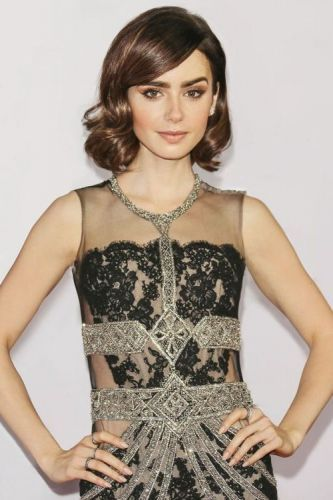 Luxury:Happy Birthday, Lily Collins! To celebrate the red carpet--