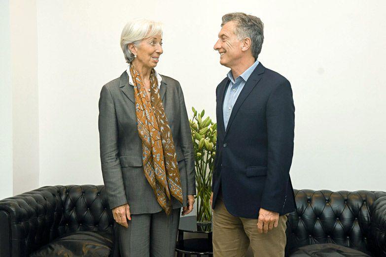 #Economia l Claro respaldo del FMI a la política económica. La directora Christine Lagarde vino a la ronda preparatoria del G-20 y se reunió con Macri. Lo felicitó por sus 'importantes reformas' y dijo que el gobierno no actúa 'con medias tintas'.  https://t.co/7BILypAtSS