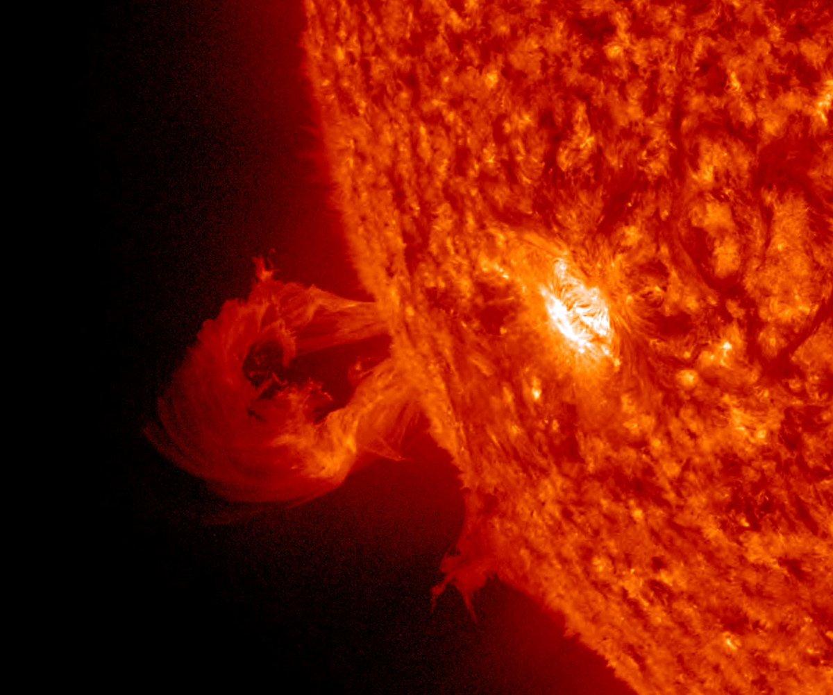 recent solar flare - HD1200×1002