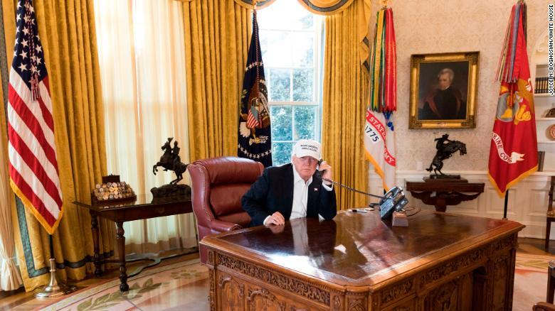 OPINIÓN  Trump torna a EE.UU. a su imagen y semejanza: iracundo, temeroso y lleno de odio https://t.co/XWRvogJfxB https://t.co/r8DaxkIra5