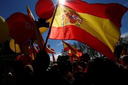 Catalogne: des milliers d'anti-indépendantistes veulent un retour à la 'sagesse' https://t.co/hMsG9kkAsQ