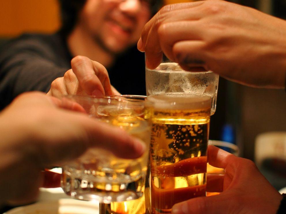 America is on a binge -- 17.5 billion drinks worth. https://t.co/qoER0JcrYx https://t.co/J6RQavdHfZ