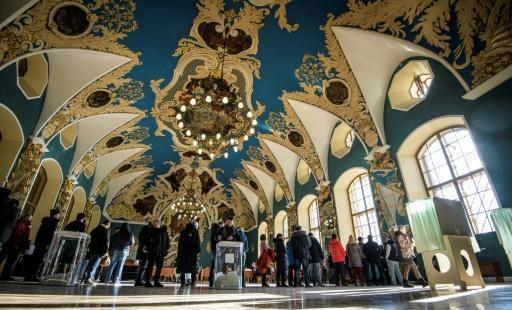 Poutine prêt au sacre des urnes, l'opposition crie à la fraude https://t.co/QQ9HQxPU5A