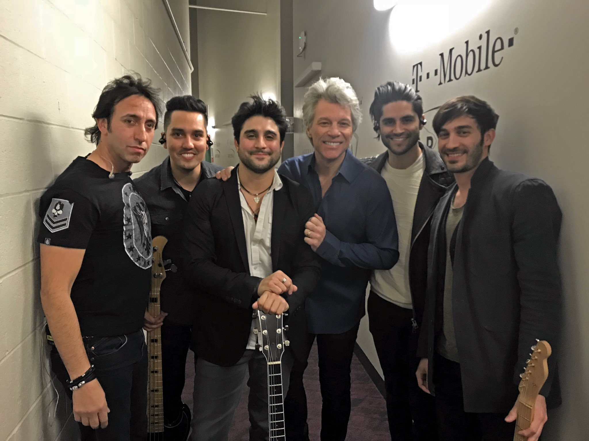 JBJ with last nights opener, @Vin_Amusic! Thanks for an amazing show, Las Vegas. #THINFStour https://t.co/6aKUxYqTcg