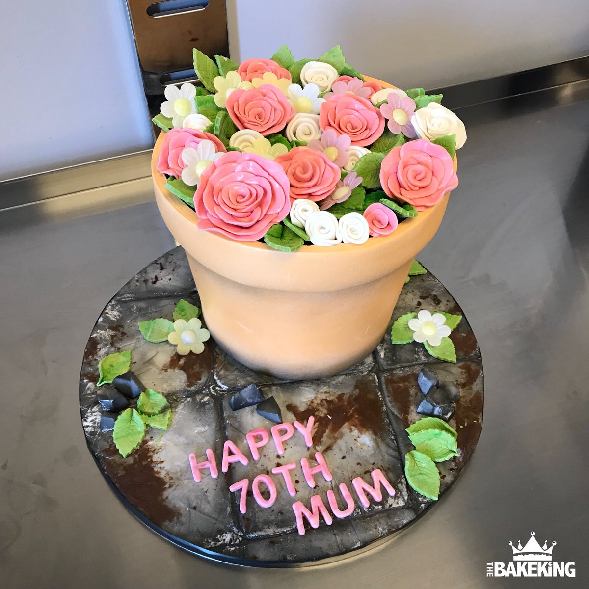 The Bakeking On Twitter Flowerpot Cake For A 70th Birthday Very Happy Birthday To Her Vanilla Cake With Chocolate Ganache Cakes Thebakeking Bakeking Extremecakemakers Cakeart Chocolate Birthdaycake Https T Co Oatcnohoyf