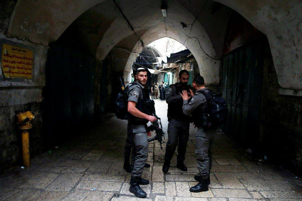 Israeli stabbed in Jerusalem's Old City, attacker shot dead: Israeli TV https://t.co/rSplo4NYJN
