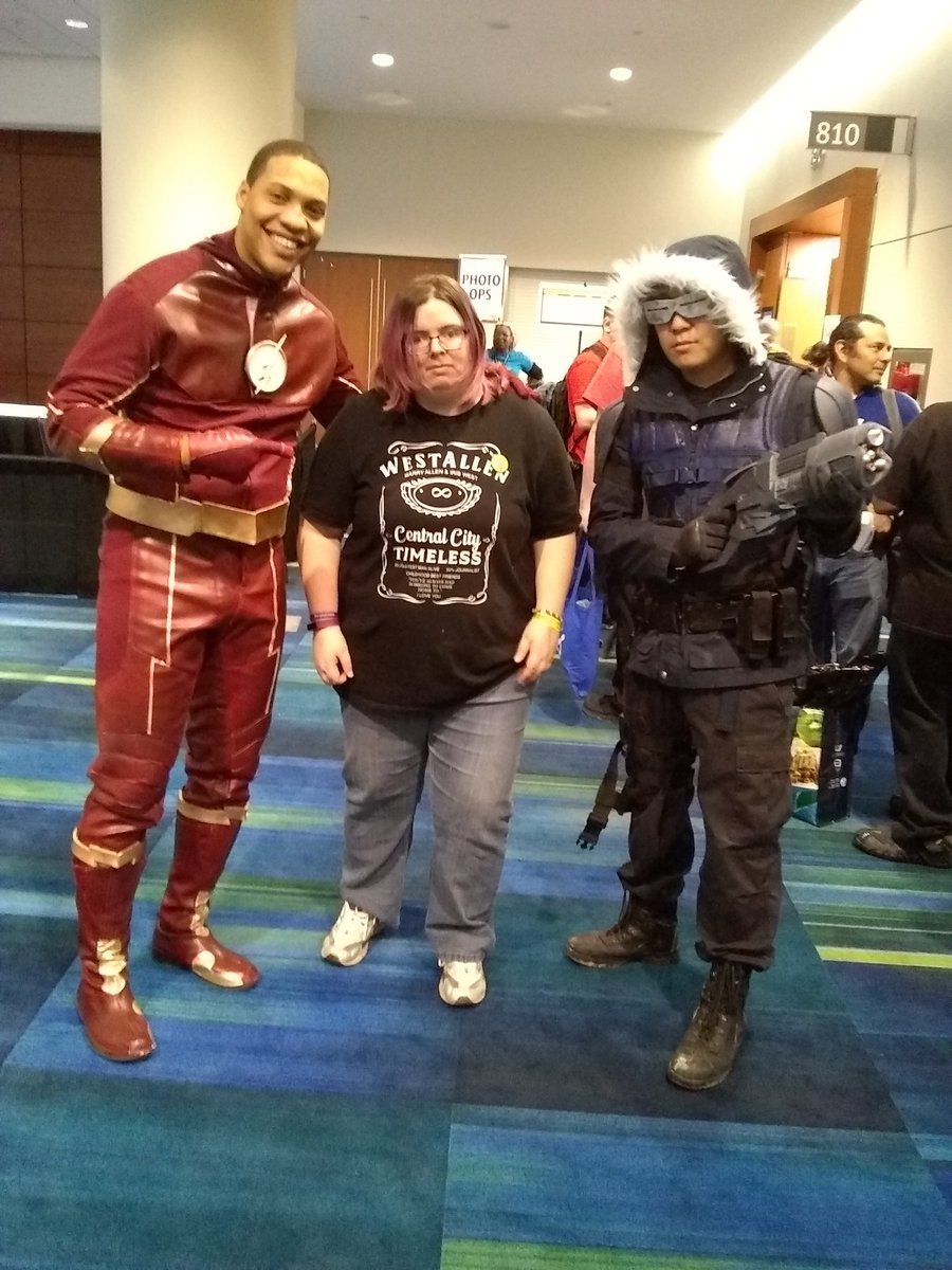 I got to meet a #FLASH and #CaptainCold...
