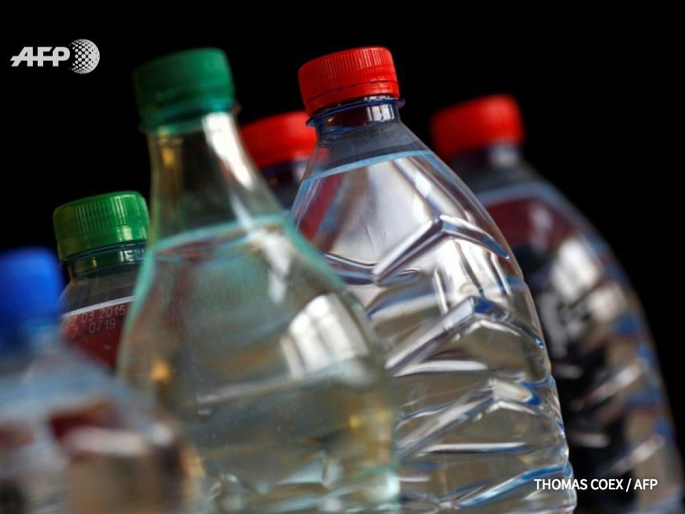 L'eau en bouteille de nombreuses grandes marques à travers le monde est contaminée par de minuscules particules de plastique dont les dangers sur la santé sont méconnus, selon une étude https://t.co/3dKXMCLyEW #AFP