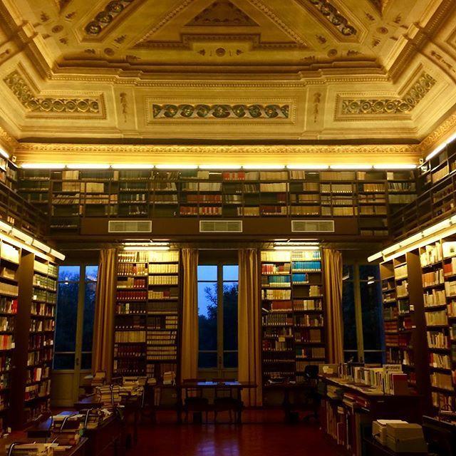 Una delle biblioteche più belle ed antiche d'Italia....#biblioteca #accademiadellacrusca #firenze http://ift.tt/2pralZB  - Ukustom