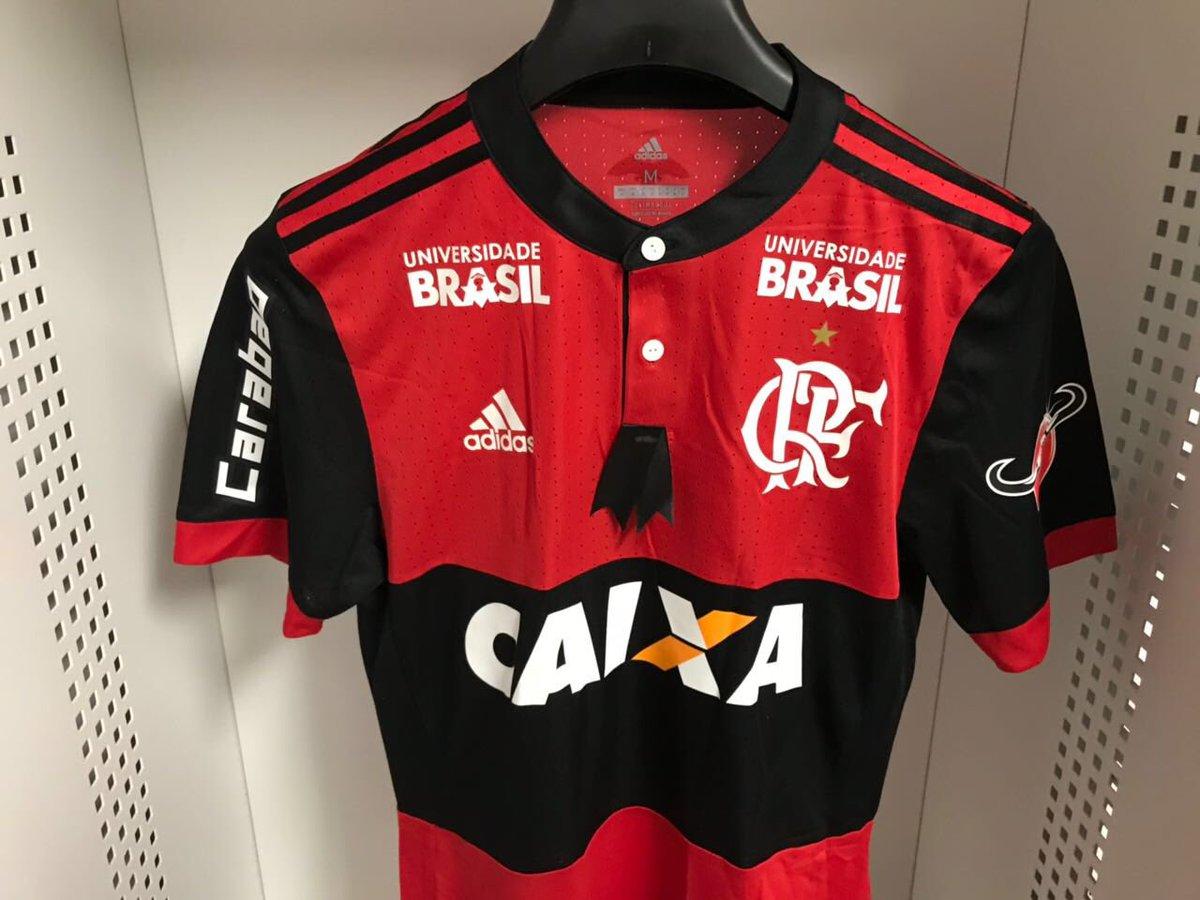 No jogo de hoje, o Flamengo entrará em campo com uma faixa e uma tarja preta de luto na camisa, protestando contra o momento de violência que o Brasil, e, principalmente, o Rio de Janeiro estão vivendo. Casos como o de Marielle Franco, Anderson Gomes e tantos outros nunca mais!